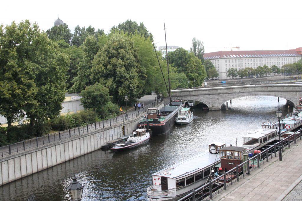 berlin-am-maerkischen-ufer-schiffe