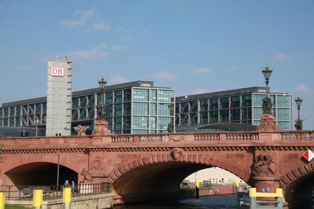 berlin-bruecke-hauptbahnhof
