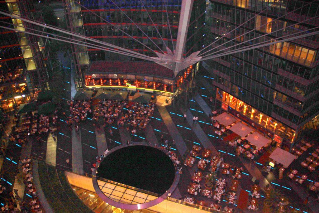 berlin-sony-center-abend-von-oben