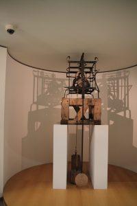 Geschmierdete Kirchuhr m. Sandsteingewichten um 1700