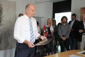 Ministerpräsident Dietmar Woidke informiert sich über die geplante Kleist-Ausstellung Foto: © Günter Meißner MEDIENINFO-BERLIN
