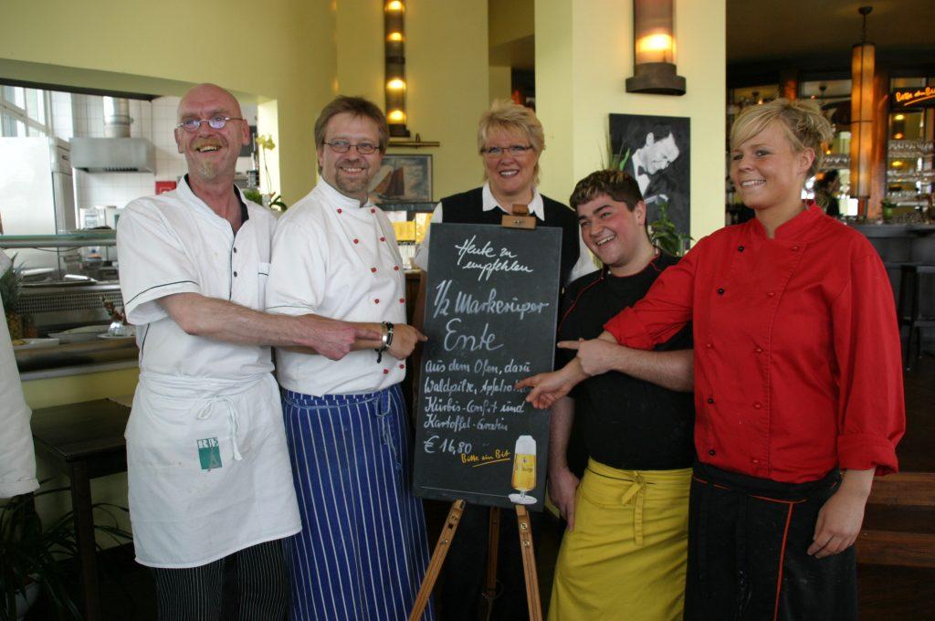 """Das Team vom Restaurant """"Mäder´s"""" Foto: © Günter Meißner MEDIENINFO-BERLIN"""