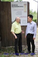 Unser Redakteur Jörg von Rosenbach im Gespräch mit Herrn Hary Soerijanto.