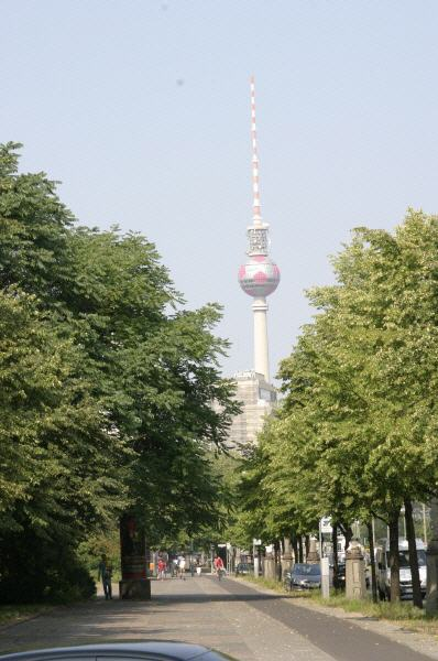 Karl-Marx-Allee Blick auf den Fernsehturm  Alex Foto: Günter Meißner