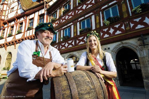 Foto: Grambrinus und Bierköngin Hub /Franken-Tourismus